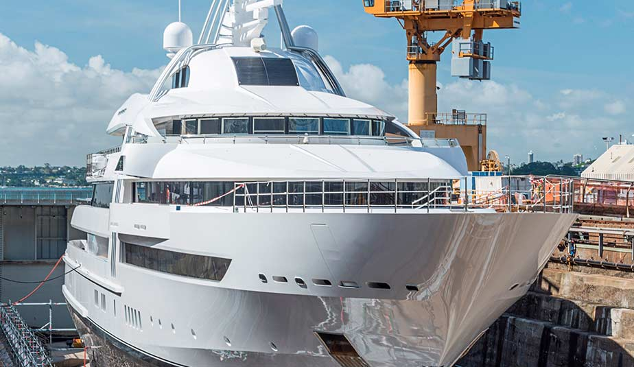 Latest projects: Motor Yacht Vibrant Curiosity